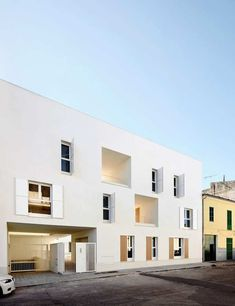 SaPobla, Mallorca, Spain Social Housing in Sa Pobla Finalist Architecture Design, Minimalist Architecture, Contemporary Architecture, Habitat Collectif, Architecture Religieuse, White Building, Social Housing, Affordable Housing, Exterior
