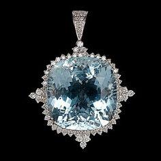 HÄNGE, stor fasettslipad akvamarin, 56.57 ct, samt briljantslipade diamanter, 1.67 ct.