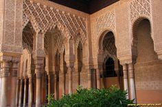 Colonnades autour de la cour des Lions - Palais Nasrides - Alhamba - Grenade - Andalousie - Espagne