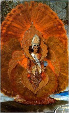 """Trajes+Tipicos+-Paraguay+1992-+El+mejor+de+la+historia+:+Comenzamos+con+un+especial+de+Trajes+Nacionales+del+Miss+Universo..  La+1ra.+es+Miss+Paraguay+1992,+Pamela+Zarza,+quien+portó+uno+de+los+trajes+nacionales+más+hermosos+que+se+hayan+visto+en+toda+la+historia+del+certamen.+Logrando+para+Paraguay+su+primer+y+único+premio+de+""""mejor+traje+típico""""+desde+que+inició+el+certamen+de+Miss+Universe+en+1952.+Miss+Universe+celebrado+en++Bangkok,+Tailand..."""