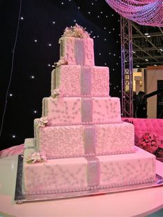 Bride Show Dubai: Wedding Cake Trend: http://www.dubaichronicle.com/2012/04/07/bride-show-dubai-wedding-cakes/
