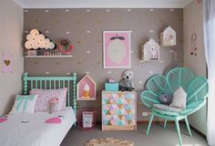 Super cute bedroom decor for girls. Love the torquoise accents!