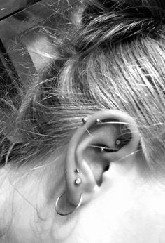 Helix, rook and more piercings - Helix, rook and more piercings You are in the right place about Piercing mujer Here we offer you th - Cute Ear Piercings, Rook Piercing, Body Piercings, Piercing Tattoo, Gold Bar Earrings, Tiny Stud Earrings, Moon Earrings, Tourmaline Earrings, Bridesmaid Earrings