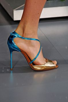 Pumps Heels, Stiletto Heels, Shoes World, Italian Shoes, Kinds Of Shoes, Sexy High Heels, Beautiful Shoes, Leather Sandals, Me Too Shoes