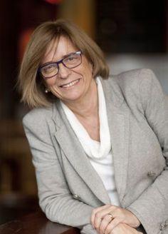 Teresa Riera, es una política y científica española afiliada al PSOE Diputada en el Parlamento Europeo desde 2004.Es Licenciada en Matemáticas por la Universidad de Barcelona, Doctora en Informática por la Universidad del País Vasco, Catedrática en Ciencias de la Computación e Inteligencia Artificial en la UIB entre otros méritos académicos.