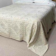 White Kantha Bedspread Quilt Hand-made Queen Quilt, Queen Size Bedding, Linen Sheets, Linen Bedding, Garden King, Embroidered Quilts, Beds Online, Kantha Quilt, Queen Beds