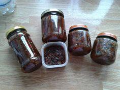 Uit eigen tuin rode pepers, sambal badjak van gemaakt.