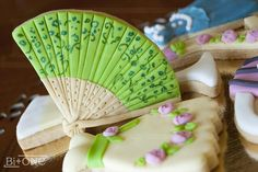 Fan Cookie by bi_plus_one, via Flickr - I'm trying to sort out how they did these.