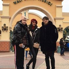 Disneyland in Paris 💕😍✨ @enriquegil17 @lizasoberano #Bagani #LizQuen #LizaSoberano #EnriqueGil #TeamForever #LizQuenIsReal #KingOfTheGil #QueenOfTheGil #TeamPanatag ✨ © @soberanojohn