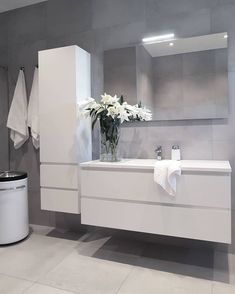 19 Minimalist home decor ideas - Classy and not basic Bathroom Renos, Bathroom Renovations, Bathroom Furniture, Small Bathroom, Bathroom Design Luxury, Modern Bathroom Design, Bad Inspiration, Bathroom Inspiration, Toilette Design
