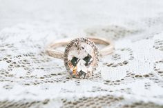 Rose Gold ovalen Morganit Diamond-Halo-Ring von OliveAvenueJewelry