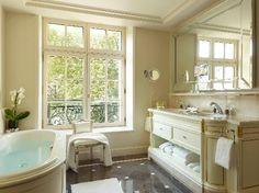 Bathroom in Shangri-La Hôtel, 10 Avenue D Iena, Paris France XVI, 5-Star Hotel.