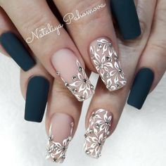 Black & white flower nail art nail design