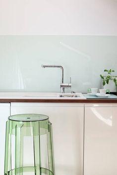 Mansarda : Modernistyczna kuchnia od Tarna Design Studio