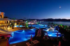 Jumeirah Bodrum Palace - Main Pool Night View.jpg 800×531 piksel