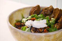 Mexican Bowl mit schwarzen Bohnen, Kreuzkümmel und Koriander
