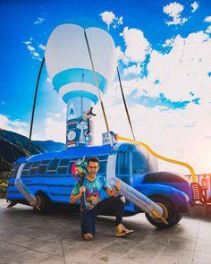 """376.5 mil Me gusta, 2,484 comentarios - TheGrefg (@grefg_official) en Instagram: """"Conseguir el autobús de Fortnite en la vida real ✅🚎😝 . . 📸 by: @donrubenblanco"""" Famous Youtubers, Deadshot, Dragon Trainer, Hayao Miyazaki, Fandoms, Lol, Wallpaper, Instagram, Gardens"""