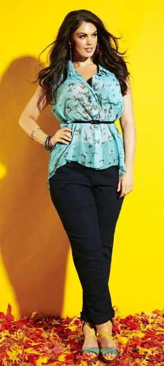 Fall fashion with sleeveless shirt, skinny jeans and heels #Plus_size_fashion