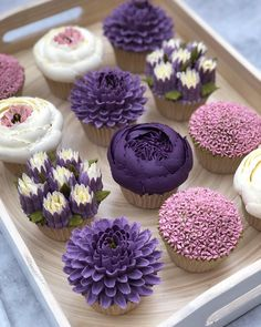 [New] The 10 Best Recipes Today (with Pictures) - Which one 1 2 or - Flower buttercream cupcakes! The colors are so beautiful and amazing! - Tag friends who would love these! - Start to bake with Cupcakes Design, Floral Cupcakes, Cake Designs, Cupcake Bouquets, Floral Cake, Cake Decorating Techniques, Cake Decorating Tips, Cookie Decorating, Mini Cakes