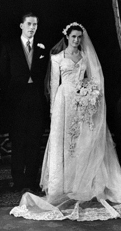 1949 George Lascelles, Earl of Harewood, married Marion Stein on September 1949 in St. Mark's Church, London, England. Royal Wedding Gowns, Wedding Dress Trends, Gorgeous Wedding Dress, Royal Weddings, Beautiful Bride, Wedding Dresses, Types Of Gowns, Traditional Gowns, Bridal Skirts