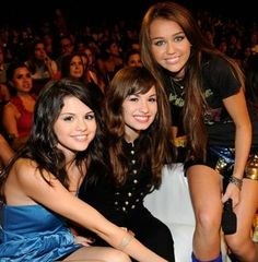 Demi lovato staying strong and selena demi lovato stay voltagebd Gallery