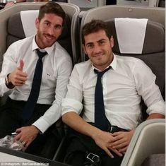 VIDEO: Iker Casillas y Sergio Ramos no quisieron referirse a ofensas de Piqué - os jugadores de Real Madrid se unieron a la concentración de la selección de España para el amistoso que jugarán con Costa Rica este jueves.  Al...