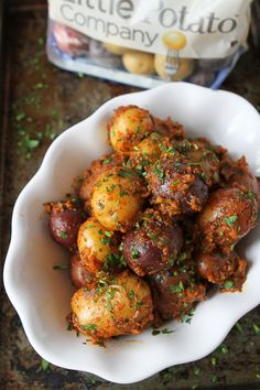 Creamer Potatoes with Red Pepper Cashew Pesto...A side dish that will knock your socks off!  188 calories and 5 Weight Watchers PP   cookincanuck.com