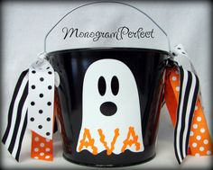 Vinyl ideas for pails Halloween Buckets, Halloween Ghosts, Halloween Decorations, Silhouette Vinyl, Vinyl Crafts, Cricut, Hocus Pocus, Unique Jewelry, Handmade Gifts