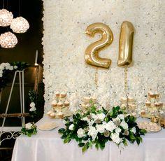 Gold Number Balloon Birthday #Gold #Luxury #Lux #Goldballoons #Numberballoon #Floral #Birthdayideas #Birthday #twentyone #21 #21birthday #Adelaideballoons #Classy #Elegant #Balloons #Decor #Partydecor #Elegancefloral #Flowers #PuffandPop