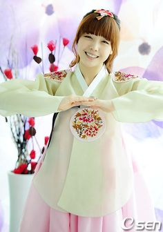 Girl's Day Minah in Korean Traditional Clothing 'Hanbok'