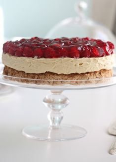 Her er noen Pins vi tror du vil like Sweet Recipes, Cake Recipes, Dessert Recipes, Norwegian Food, Berry Cake, Sweets Cake, Just Cakes, Let Them Eat Cake, No Bake Cake