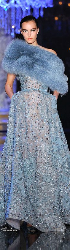 Couture: Elie Saab Fall-winter This is in my closet. Lovely Dresses, Beautiful Gowns, Beautiful Outfits, Amazing Dresses, Look Formal, Elie Saab Fall, Elie Saab Couture, Glamour, Designer Gowns