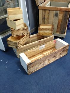 Pallet planter. Love the large one. Need 2 for outside my workshop. Plant bay and lavender.
