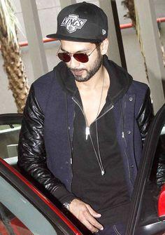 Shahid Kapoor seen leaving in his car at the Mumbai airport. #Bollywood #Fashion…