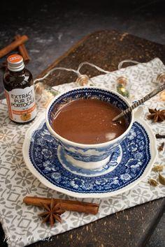 Ciocolată caldă de casă – densă, cremoasă și aromată Chocolate Fondue, Bourbon, Tea Cups, Desserts, Rome, Bourbon Whiskey, Tailgate Desserts, Deserts, Postres