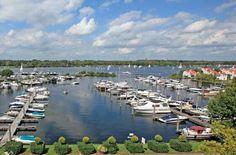 De vele jachthavens met gezellige restaurantjes en terrasjes zijn een absolute aanrader!