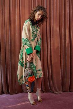 Fendi  #VogueRussia #resort #springsummer2018 #Fendi #VogueCollections