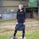 Diesen schönen Ballonrock habe ich aus einem dunkelgrauen Kostüm-/ Anzugstoff gefertigt! Bei dem Material handelt es sich um ein wirklich tolles und knitterfreies Baumwoll-Polyester-Mischgewebe....