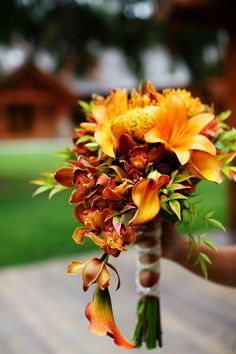 Mixture of brown and burnt orange and calla lilies... Wedding ideas for brides, grooms, parents & planners ... https://itunes.apple.com/us/app/the-gold-wedding-planner/id498112599?ls=1=8  ... The Gold Wedding Planner iPhone App.