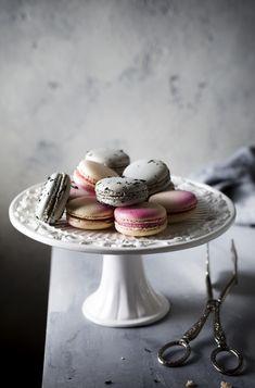Macaroons – Still Life Photography - macaron recipe Cake Photography, Food Photography Styling, Still Life Photography, Macarons Easy, Pistachio Macarons, Macaron Flavors, Macaron Recipe, Macaron Cookies, Macaroons