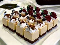 karácsonyi krémes sütemények - Google keresés Modern Cakes, Cold Desserts, Cake Bars, Panna Cotta, Cheesecake, Cooking Recipes, Pudding, Cookies, Sweet