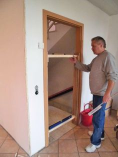 Mounting aid for door frames (room doors) Construction manual for … - Mesothelioma Lawyer Woodworking Tool Kit, Woodworking Projects Plans, Teds Woodworking, Room Doors, Diy And Crafts, Diys, Construction, Storage, Frame
