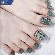 Pretty Toe Nails, Pretty Toes, Cute Nails, Toenail Art Designs, Pedicure Designs, Bridal Toe Nails, Gold Acrylic Nails, Nails Now, Exotic Nails