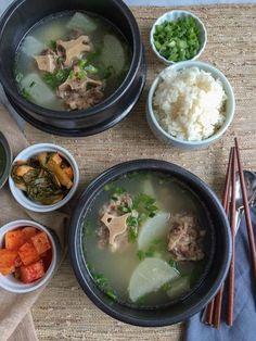 Oxtail Soup (Kkori Gomtang) Korean Soup Recipe – Hip Foodie Mom – probably Korean Food Recipes, Filipino Recipes, Cooking Recipes, Filipino Food, Ethnic Recipes, Oxtail Recipes, Korean Dishes, Exotic Food, Everyday Food