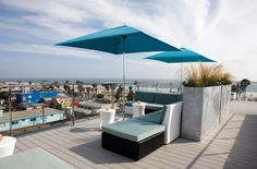 Bars with a view: LAs best rooftop bars and oceanside drinks - What is it that they say about smog? Oh yeah, beautiful sunsets. Make LA's haze work for you at these top bars and beachside spots, where the views rightfully rival the booze. From Sunset Strip's rooftop bars to Malibu's seaside cabanas, here are the city's best bars with a view. Time Out LA