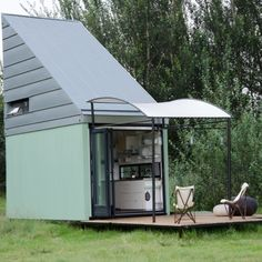 Prefab homes kits that sustainable and affordable. Find modern prefab / prefabricated modular homes plans / designs / ideas eco-friendly here. Prefab Home Kits, Prefab Modular Homes, Prefabricated Houses, Architecture Romane, Architecture Baroque, Eco Architecture, Tiny House Swoon, Tiny House Design, Affordable Prefab Homes
