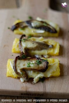 Crostini di polenta con formaggio e funghi porcini Cold Finger Foods, Party Finger Foods, Mini Appetizers, Appetizer Recipes, Picky Toddler Meals, Toddler Dinners, Toddler Lunches, Cena Light, Baby Food Recipes