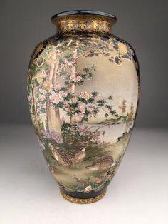 Japanese Kinkozan Meiji period vase on colbalt blue : Lot 0098