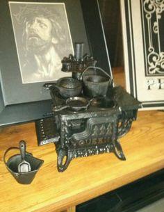 Cast iron miniature stove salesman sample dollhouse toy old vintage antique nice