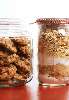 This layered cookie jar recipe is perfect for the health nut in your life to prove you can eat sweets while getting a nutritional boost. #cookiesinajar #masonjargifts #christmasgiftideas #christmasgiftsforfriends #holidaybaking #bhg Mason Jar Cookie Mix Recipe, Cookie Mix Jar, Mason Jar Cookies, Toffee Cookies, Buttery Cookies, Oatmeal Raisin Cookies, Xmas Cookies, Mason Jar Meals, Meals In A Jar